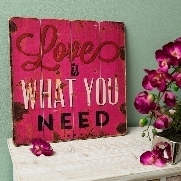 Holzschild Love is what you need