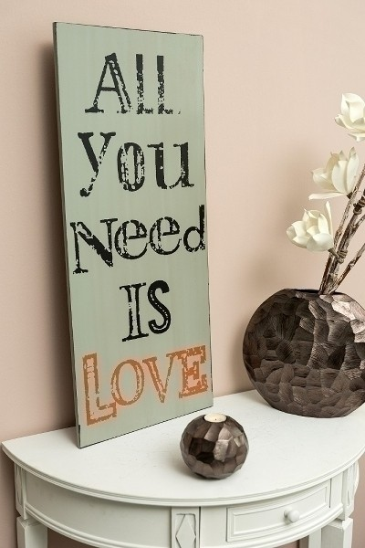 Spruchtafel All you need is love