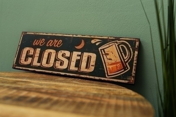 Holzschild We are closed I